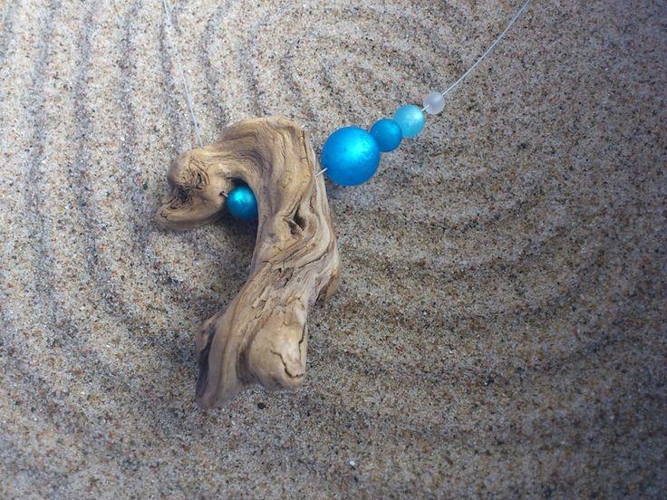 Collier aus einem Schwemmholz der Kander, gereinigt und naturbelassen, mit Glasp...