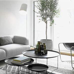 Nuestra amiga Gogo nos enseña una fantástica casa con tres colores predominantes: el blanco, el gris y la madera. #decoración #casas