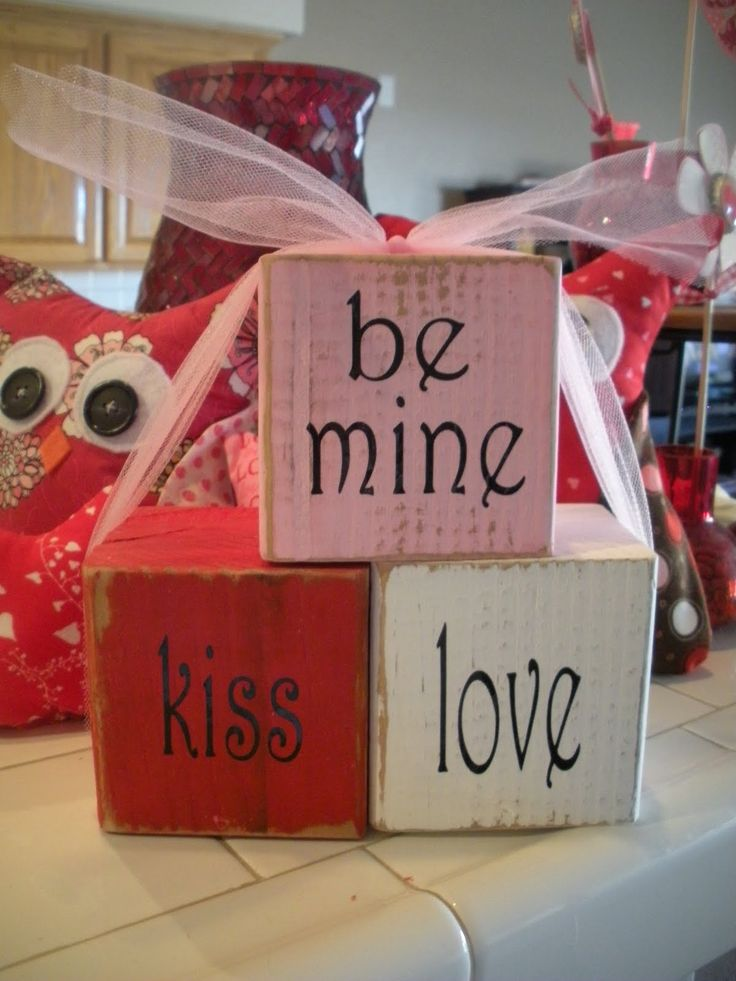 Valentine Craft idea: stenciled shabby chic blocks. These would be great as a table decoration.