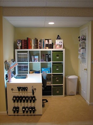 love this for a small crafting space