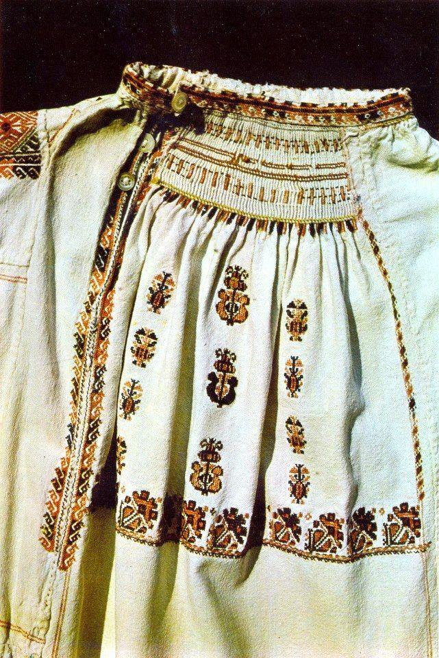 """Риза """"бърчанка"""" от с. Търговище, края на 19 век."""