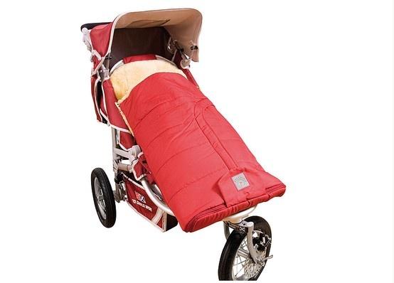 Sacco a Pelo in Vera Pelle di Agnello per Passeggino - Modello Cortina.  E' composto da una parte inferiore dotata di diverse aperture in modo da adattarsi alle cinghie di sicurezza di tutti i tipi di passeggino e da una parte superiore completamente staccabile. Disponibile in vari colori.