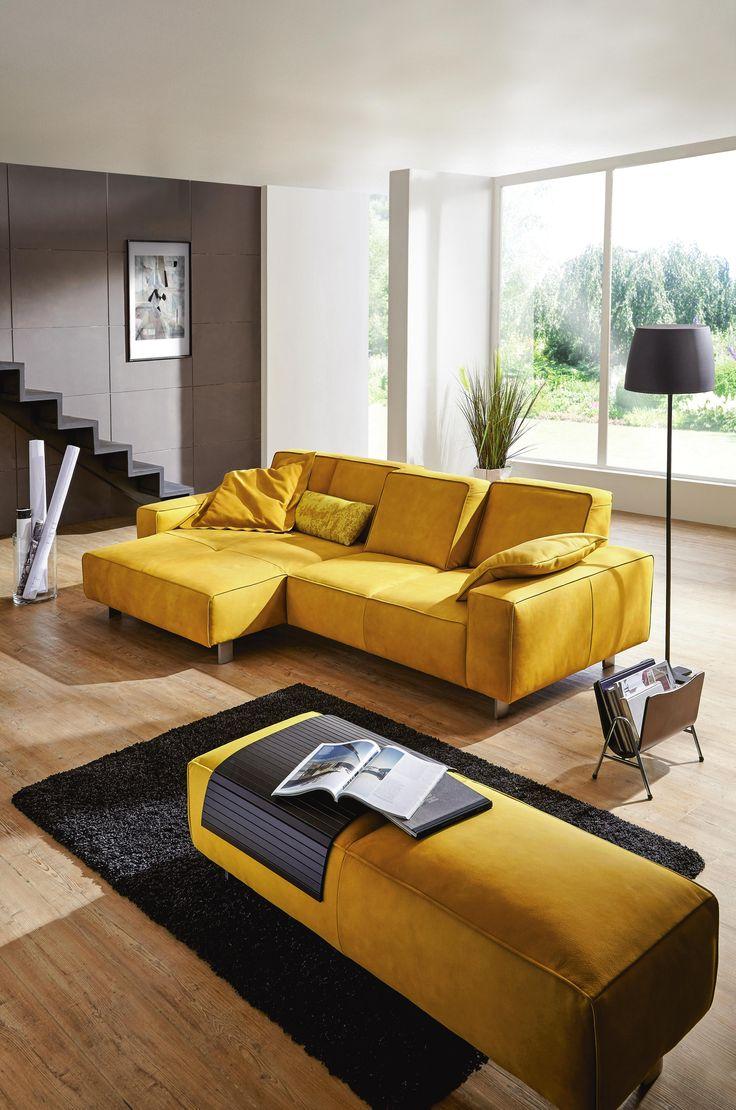 Mit Gelb assozieren wir frische Zitronen, kräftige Sonnenstrahlen und jede Menge gute Laune – wer möchte dieses Feeling nicht gerne im Wohnzimmer haben! Die Wohnlandschaft von DIETER KNOLL verschafft uns, dank der ungewöhnlichen Farbgebung dieses freundliche Ambiente. Neben der Ästhetik überzeugt das Sofa auch mit seinem Komfort. Der Federkern und die verstellbare Rückenlehne, sorgen für ein exklusives Entspannungserlebnis! Erlebt luxuriöse Entspannung auf dieser Wohnlandschaft!