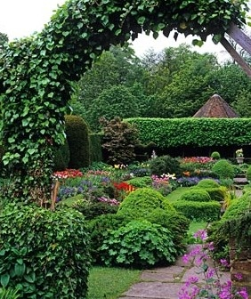 Archway With View Of Formal Garden Love Beautiful English Gardens Ideas For Small Spaces
