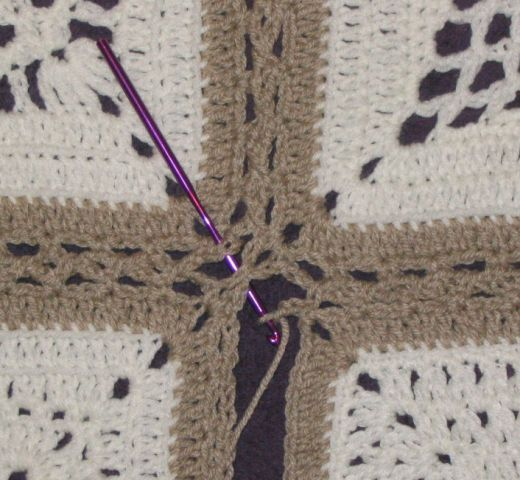 Chris Simon's instructions for joining afghan squares - corner details with the flat braid join