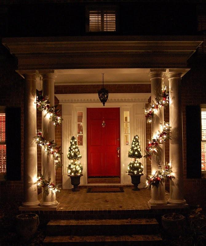 SO inviting.: Inspiration Garlands, Pottery Barn Inspired, White Lights, Inspiration Christmas, Holidays Decor, Pottery Barns Inspiration, Red Front Doors, Christmas Garlands, Front Porches