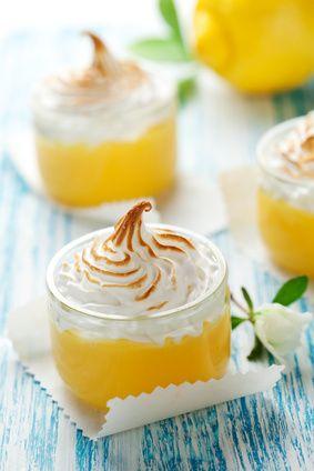 Une douceur acidulée. Une crème au citron meringuée présentée dans de belles verrines feront un très bel effet sur votre table.
