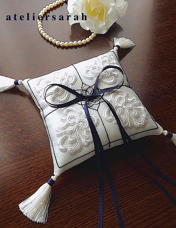 ring pillow/lace motif and embroidery