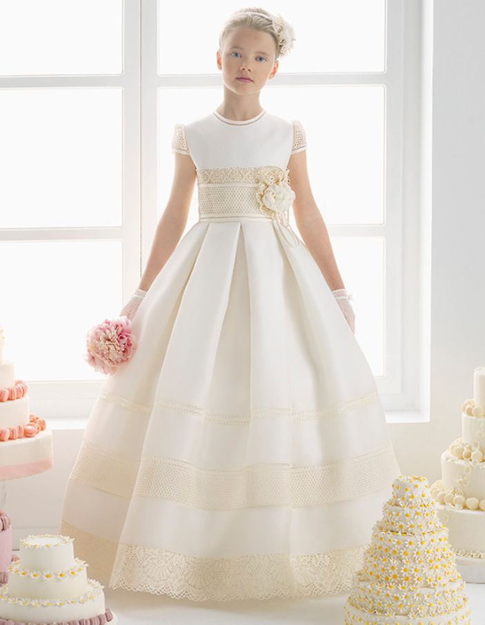 Elegant Scoop Neck Lace Decorated Ball Gown Satin Communion Dress with Hand Made Flower