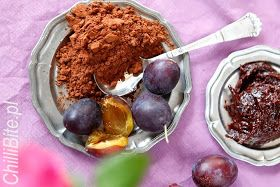 CZEKOŚLIWKA ChilliBite.pl:  Czekośliwka - najlepszy przepis  3 kg śliwek wegierek z ostatniego, najpóźniejszego zbioru    ewentualnie 2,5 kg wegierek i 0,5 kg innych słodkich śliwek jesli węgierki okażą się niesbyt słodkie  kilka łyżek czarnego, gorzkiego, najlepszego kakao - u mnie Decomorreno