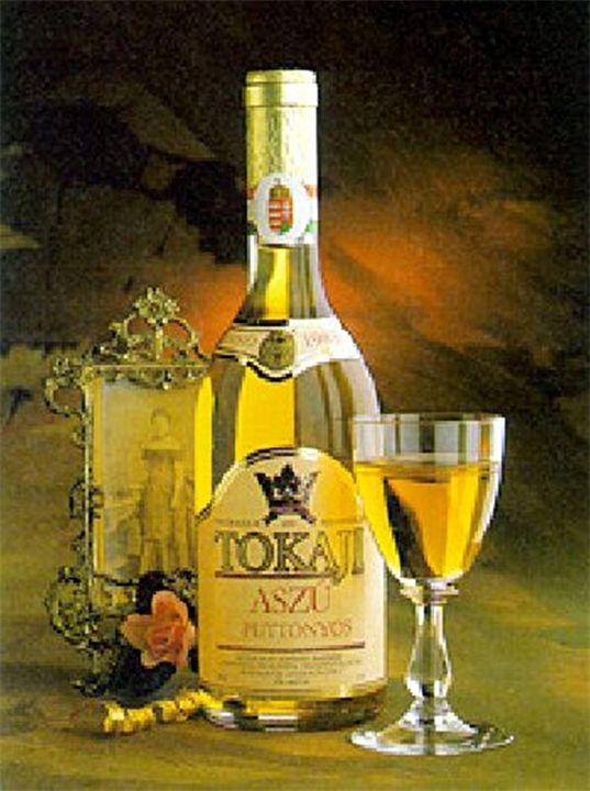 Токай, «вино королей и король вин». Токайские вина — знаменитые белые десертные вина золотистого цвета, обладающие привкусом изюма и специфическим букетом с медовым тоном. Токай, «вино корол...