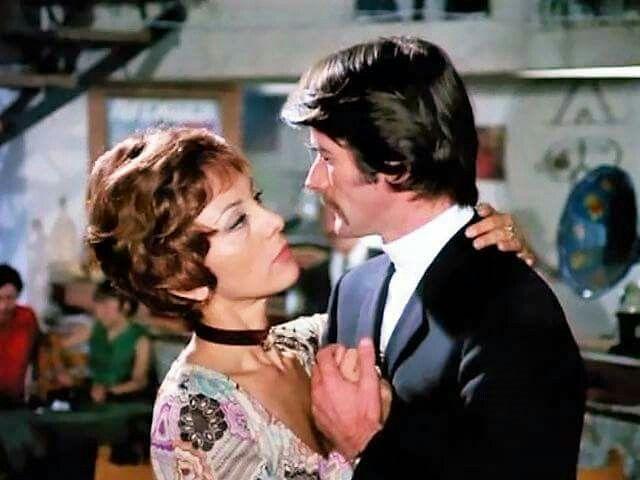 """Καίτη Πάνου, Κώστας Φυσσούν στην ταινία """"Ο τρελοπενηντάρης"""" (1971)."""
