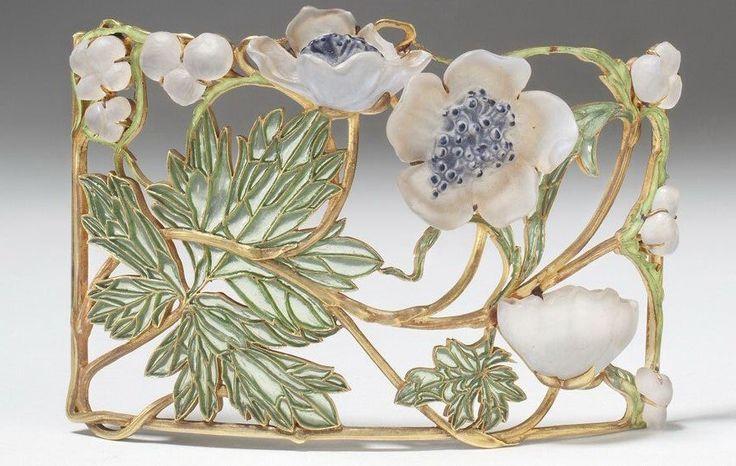 Рене Лалик. Планшетки для ожерелий-чокеров. Сквозь планшетку протягивалась широкая лента, которая носилась на шее подобно бархотке. Эпоха арт-нуво, конец XIX века.
