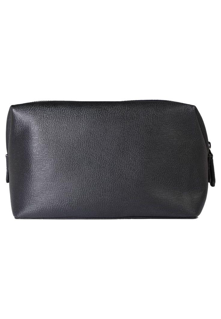 ¡Consigue este tipo de neceser de LANCEL ahora! Haz clic para ver los detalles. Envíos gratis a toda España. Lancel CORRESPONDANCE RIZIERE TOILET POUCH Neceser black: Lancel CORRESPONDANCE RIZIERE TOILET POUCH Neceser black Complementos   | Complementos ¡Haz tu pedido   y disfruta de gastos de enví-o gratuitos! (neceser, dressing case, inflight bag, neceseres, kulturbeutel, neceser, trousse de toilette, neceser)