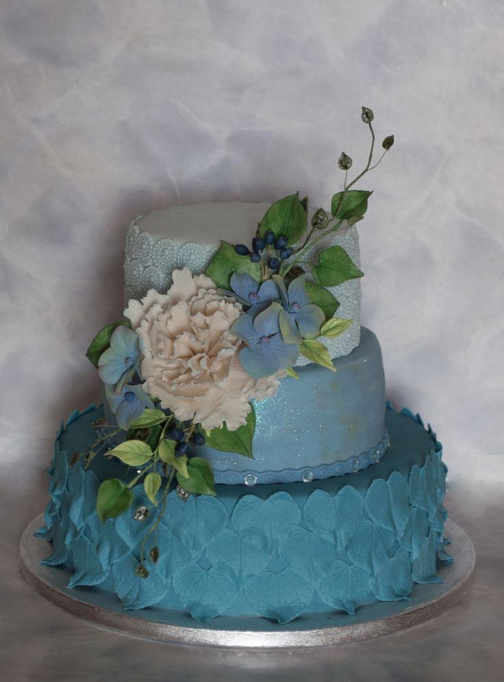 Dort na diamantovou svatbu. Cake for Diamond Wedding (60 years together) with sugar flowers.