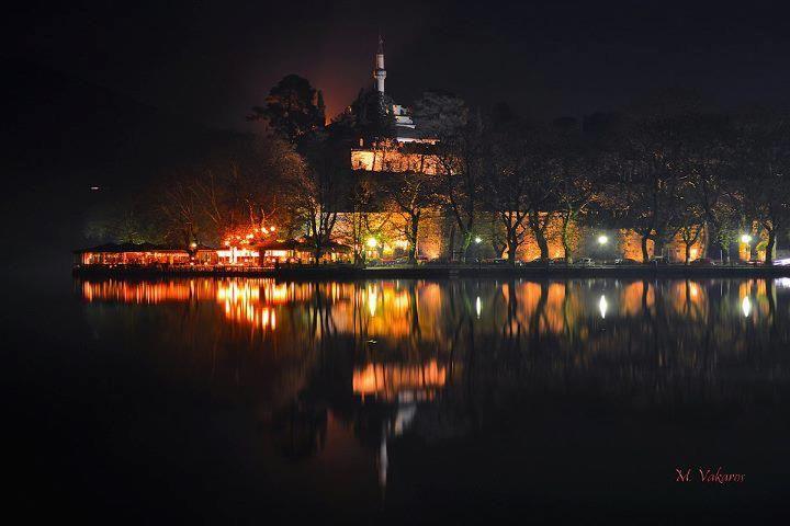Λίμνη Ιωαννίνων ~ Lake of Giannena Γιάννενα χωρίς φεγγάρι το σκοτάδι ελαφρύ αμυδρό το φως στη λίμνη μεσ τη νύχτα την ωχρή. photo by Michael Vakaros