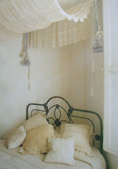crochet pillowcases & lace : photography by carla coulson via trouvais
