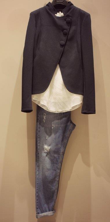 Per il vostro tempo libero senza rinunciare all'eleganza. Scoprite le nostre proposte nel negozio di Arzignano. https://www.facebook.com/whitearzignano #modadonna #outfit #look #abbigliamento #fashion #White #madeinitaly #giacca #jeans