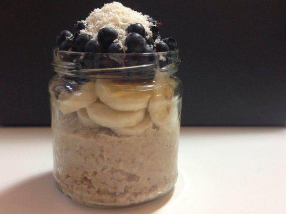 Viele verzichten aus Zeitmangel morgens aufs Frühstück. Overnight Oats sind eine schnelle und gesunde Lösung.