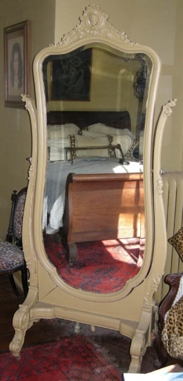 A Early 1900s Painted Cheval Mirror Louis XIV Style Dressing room mirrorLouis, Dressing Rooms, Cheval Mirrors, Dreams, 1900S Painting, Forgotten Treasure, Dresses Room, Master Bedrooms, Early 1900S