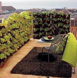 verticale eetbare tuin deze stapelbakken zijn te koop bij o a de intratuin balkon inrichting. Black Bedroom Furniture Sets. Home Design Ideas