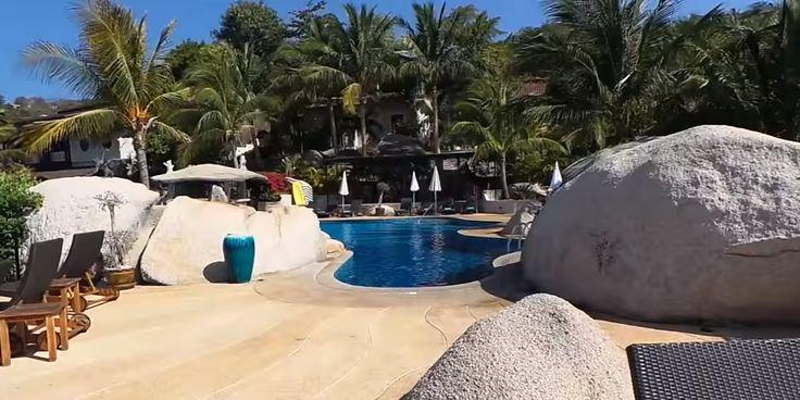 Jamahkiri Resort & Spa auf Koh Tao – Luxusidylle im Paradies buchen An der Südküste der Insel Koh Tao liegt das Jamahkiri Resort & Spa, eine traumhafte High-End Unterkunft inmitten der Natur – und doch gerade einmal zehn Minuten vom Hafen Koh Taos entfernt.  Im Resort erwartet Sie alles, was Sie sich von einem exklusiven und luxuriösen Urlaub erwarten können: eine elegante und doch gemütliche Einrichtung, exzellenten Service, ein breites Angebot an Aktivitäten un