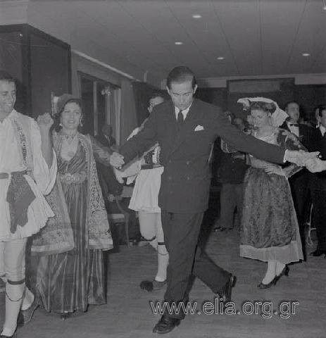Λύκειο Ελληνίδων-Χορός στο Ναυτικό Ομιλο Ελλαδος-Διάδοχος Κωνσταντίνος.