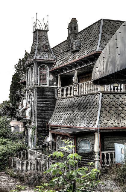 Horror House - abandoned amusement park  This looks like the Old Haunted House at Miracle Strip Amusement Park, Panama City Beach, Florida. I wonder if it really is???