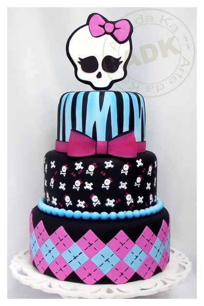 Monster High Cake                                                                                                                                                                                 Mais