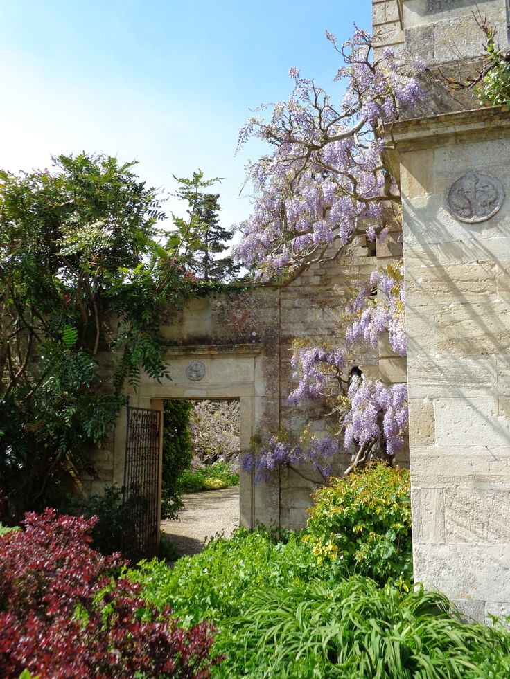 Stunning Ilford Manor is on the 5 mile '2 Valleys Walk' which starts at Avoncliff Pub. The gardens are lovely