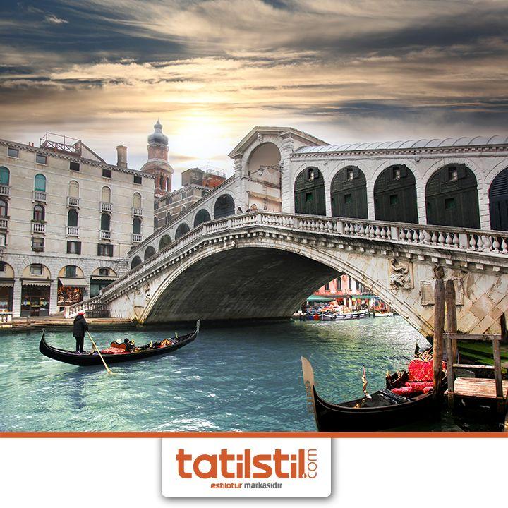 Venedik'te gondol sefası hiç de erişilmez değil. Tatil Stil güvencesiyle İtalya Turu fırsatlarını kaçırma! #venedik #italya  Detaylı bilgi için: 0 850 300 0 400