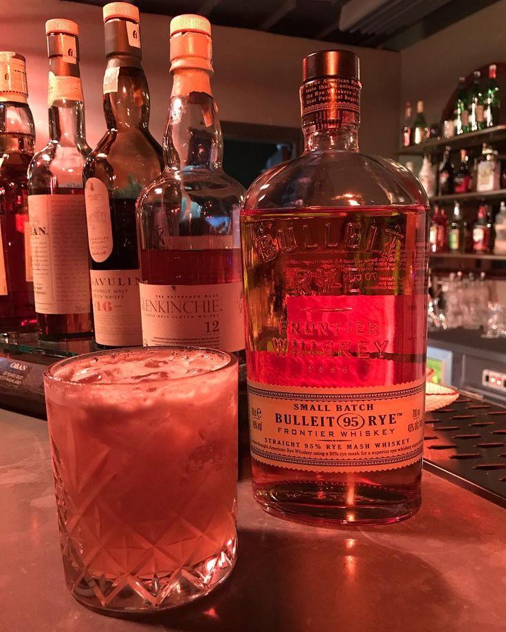 @bulleitwhiskey Rye da bulmuşken hafta sonunu leziz bir whisky sourla açalım  by @baris3kinci at @avluyenikoy