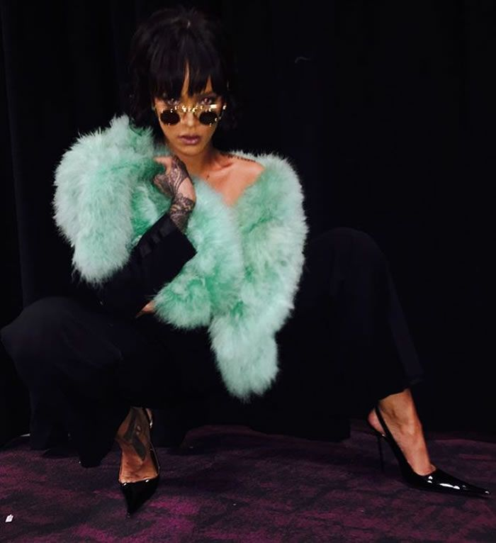 Rihanna 2016 Billboard Music Awards vintage Thierry Mugler green marabou-trimmed tuxedo suit, RoSa pointed toe slingback pumps, Borgioni emerald ear cuff, Jacob and Co tourmaline rings, Alain Mikli metal sunglasses