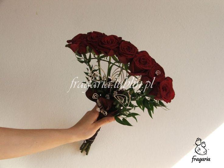 Ceremoni zaślubin zawsze towarzyszyły dekoracje roślinne, para młoda wyróżniała się spośród gości nie tylkoubiorem ale i kwiatowym elementem ozdobnym. Pierwsze wiązanki ślubne pochodzą sprzed 100 ...