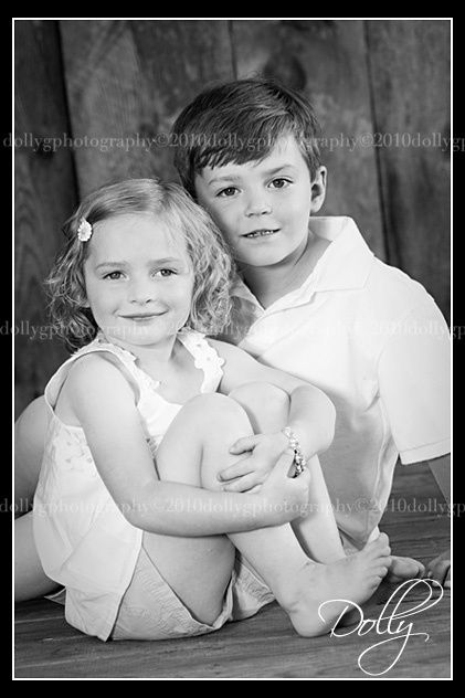 Sibling pose :) Cute for a boy/girl!