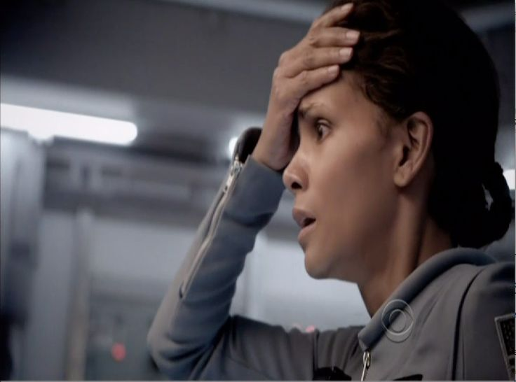 \'Extant\' series premiere: Is Halle Berry pregnant with an alien baby?