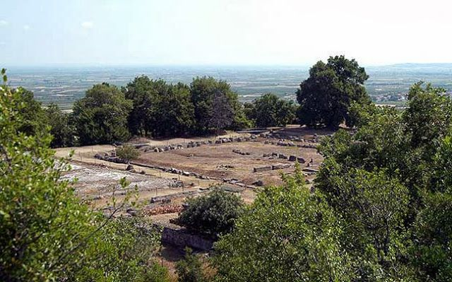 14. Αρχαιολογικός χώρος Αιγών (Βεργίνα) (1996)