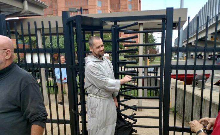 Aresztowany za ewangelizację w klinikach aborcyjnych franciszkanin wzywa Kościół do większego zaangażowania w obronę życia!