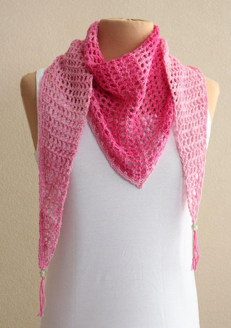 Roze zomersjaal, shawl, sjaal, omslagdoek, gehaakt met franje en glaskraal. door MeesterMaakt op Etsy