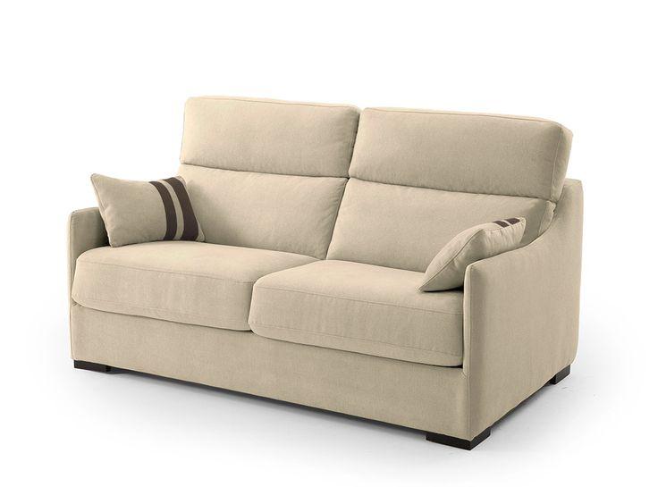 Este bonito sofá cama con patas de madera es la mejor opción para esas ocasiones en las que tienes invitados en casa. Gracias a su apertura italiana no necesitarás retirar los cojines del sofá, basta con que abras la cama y todo quedará recogido en la propia estructura.
