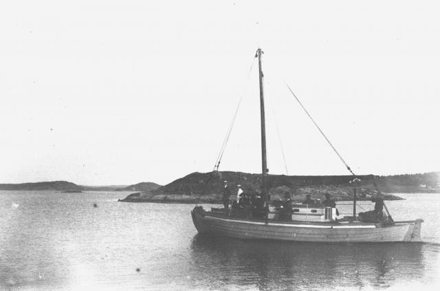 Passagerarbåt mellan tjörn o stenungssund, Söder om Lilla Askerön,vy mot där tjörnbron ligger idag 1917