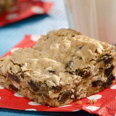 Oatmeal Cookie Bars - yum (chocolate chips instead of raisins)