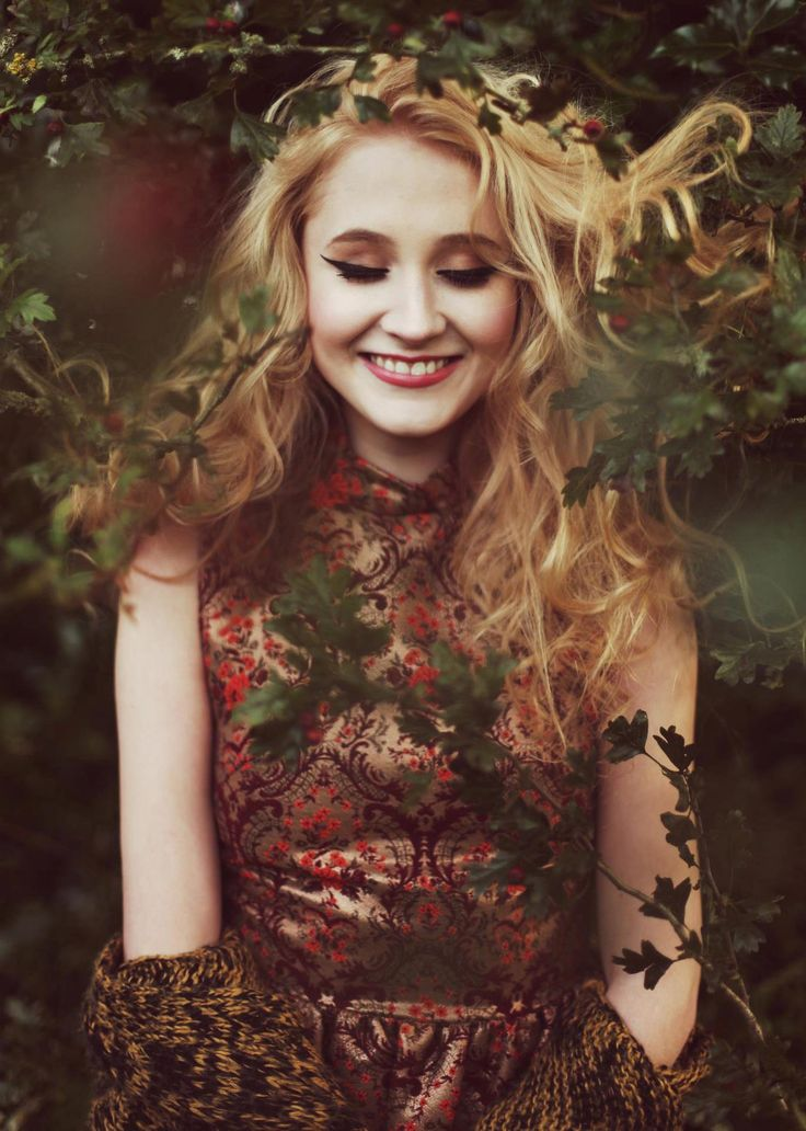 I love the ever so whimsical Janet Devlin. Her voice is just as beautiful as her hair♡