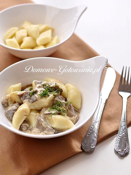 http://www.domowe-gotowanie.pl/przepisy-dania-glowne/dania-glowne-pozostale/336-przepis-na-kopytka