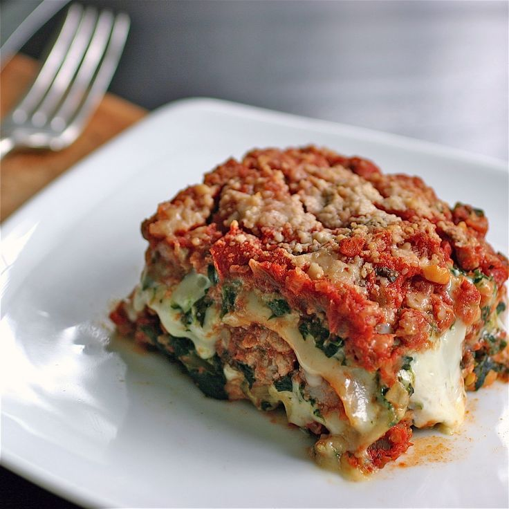 Spinach and Sausage Lasagna..I bet squash and zuchinni would be good in this too!