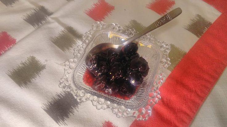 To Γλυκό του κουταλιού βύσσινο είναι μια παραδοσιακή συνταγή που την έφτιαχνε η γιαγιά μου και την προτείνουμε σε όλους ανεπιφύλαχτα