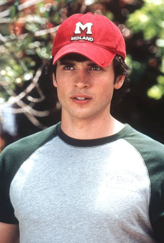 Tom Welling as Charlie Baker in Cheaper by the Dozen    literally use to pause the movie to kiss him on the screen