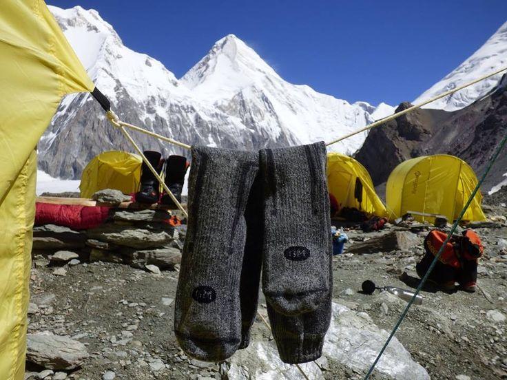 Grazie a Sandro e Tiziano. Aria rarefatta a Khan Tengri.. Ora è tempo di sognare la prossima avventura! #maifermi More info: http://www.calzegm.com/product/1577-expedition-merino/