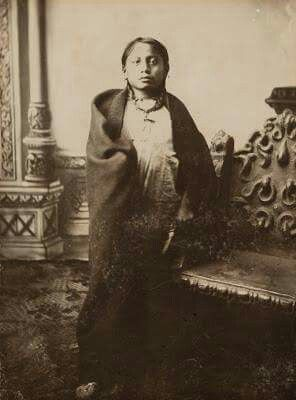 CROW FOOT hijo del gran jefe TORO SENTADO , fue asesinado el mismo dia que mataron a su padre ,en la reserva de STANDING ROCK el 15 de diciembre de 1890