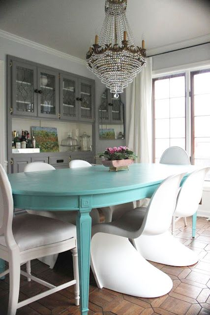 Gray And Turquoise Living Room Decorating Ideas: Turquoise Table Paired With White Chairs And Grey Walls